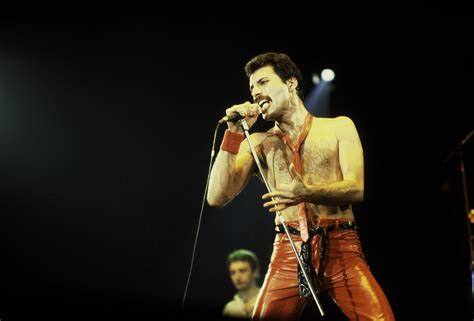 Freddie Mercury Is The Greatest Frontman Of All Time - UNILAD