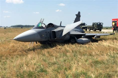 Video Shows Moment Hungarian Pilot Ejecting Gripen Fighter